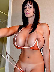 Big boobs brunette mamma