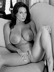 Sexy MILF nude spreading