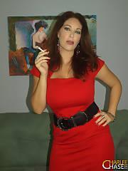 Nice redhead mom in photo