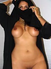 Sexy nude arabian