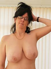 Mature Carole   slut from UK loves to show her huge hooters