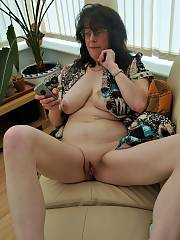 Carole  Mature English bitch showing her gorgeous knockers