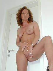 Did a sexy pic set for this big hair mamma with a excellent body, had a raging boner the whole time