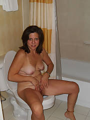 Pretty mamma shows off her soccer body for all you pervs online.