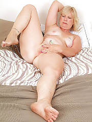 Sexy mature blondie