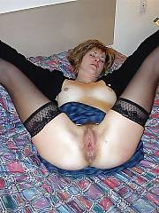 MILF elisha enjoys dildoing her wet snatch on bed.