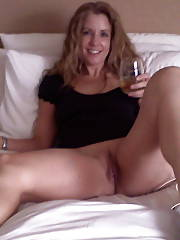 MILF barb jerking and toying her wet snatch.